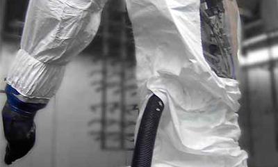 <strong>Roboterschutzanzug</strong> aus Tyvek, 3 teilig mit Sichtfenster, passgenaue Ausschnitte für Schlauchzuführung