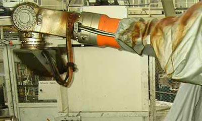 <strong>Roboterschutzanzug aus hitzebeständigem Aramidgewebe</strong>, 3 teilig mit Klettverschlüssen, auf Wunsch auch auch andere Aufteilung möglich