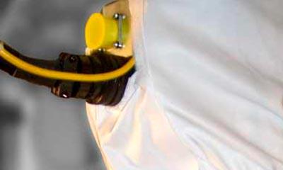 Präzise gesetzte Schlauchausschnitte je nach Einbau des Roboters in der Anlage